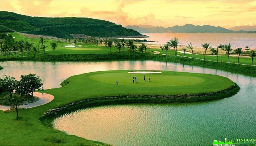 2 sân golf đẳng cấp nhất Châu Á là sân Golf Đà Nẵng và sân golf Montogomene Link chỉ cách dự án khoảng 10 phút di chuyển.