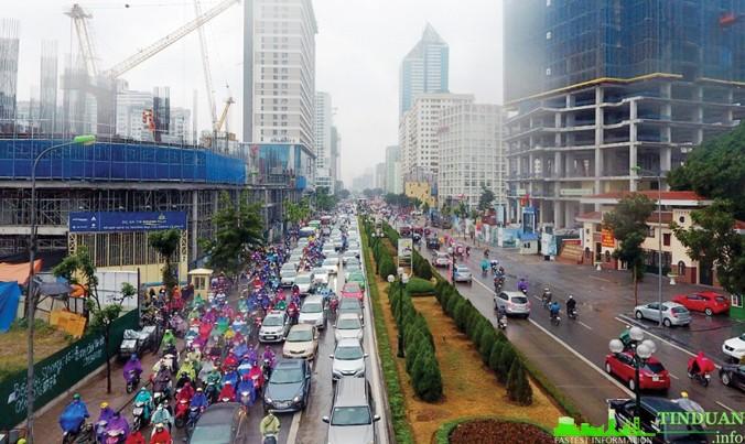 """Nhiều dự án chung cư trên đường Lê Văn Lương (Thanh Xuân, Hà Nội) bán """"cắt lỗ"""" vì bùng nổ nguồn cung và lo sợ hạ tầng. Ảnh: Như Ý"""